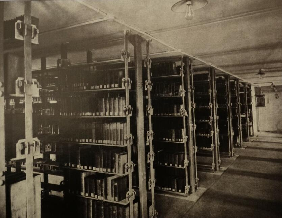 Magazyny biblioteczne w nowym gmachu, 1905