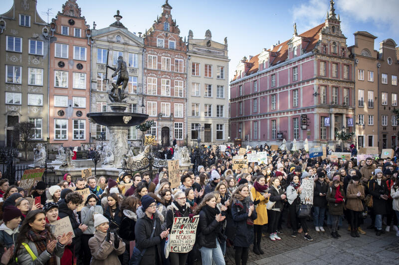 Demonstrację na Długim Targu zorganizowali aktywiści związani z Młodzieżowym Strajkiem Klimatycznym