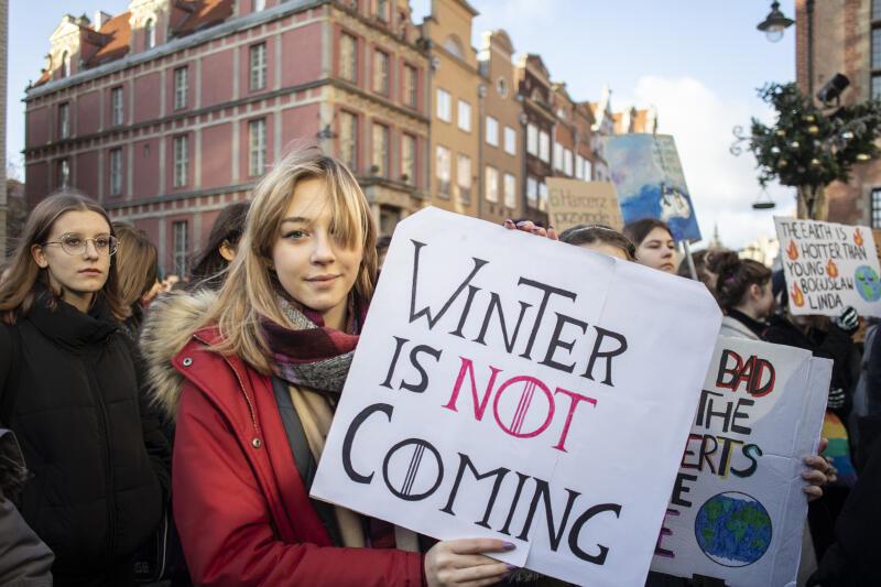 Młodzi ludzie w związku ze zmianami klimatycznymi obawiają się o swoje życie i zdrowie