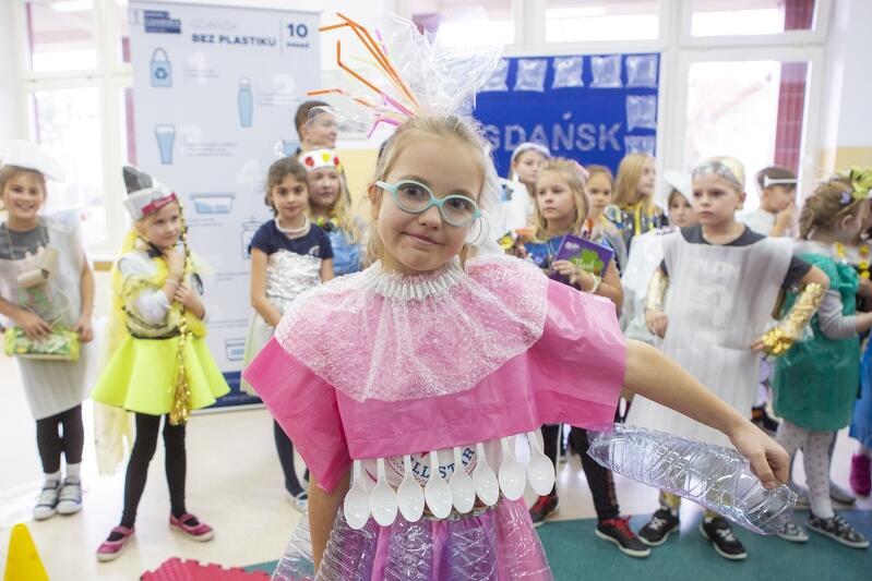 Marysia Stormowska została rekordzistką - w 1,5 tygodnia udało jej się zebrać 100 butelek z plastiku