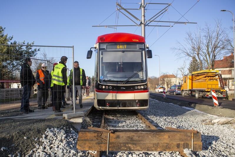 Przystanek Zimna  - tutaj kończy się trasa pierwszej części wyremontowanego torowiska