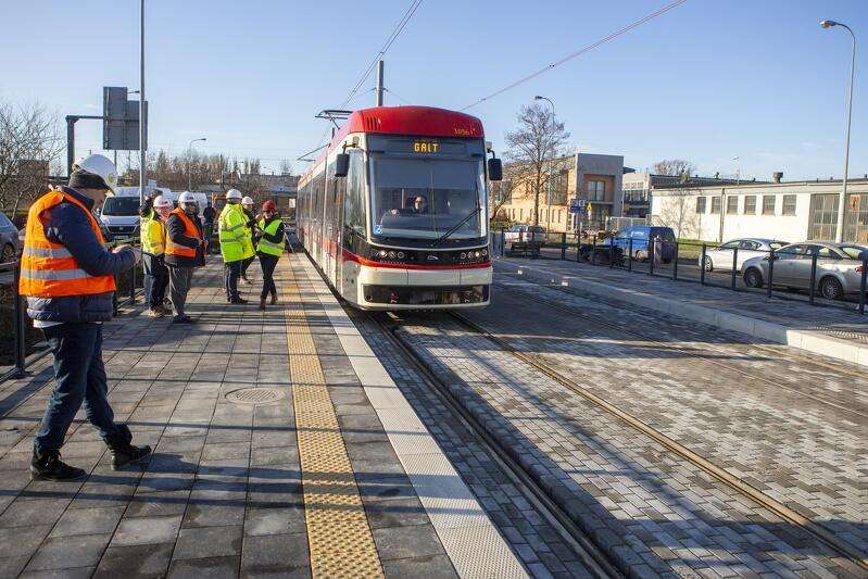 Przejazd testowy tramwaju między przystankami Sucharskiego i Zimna