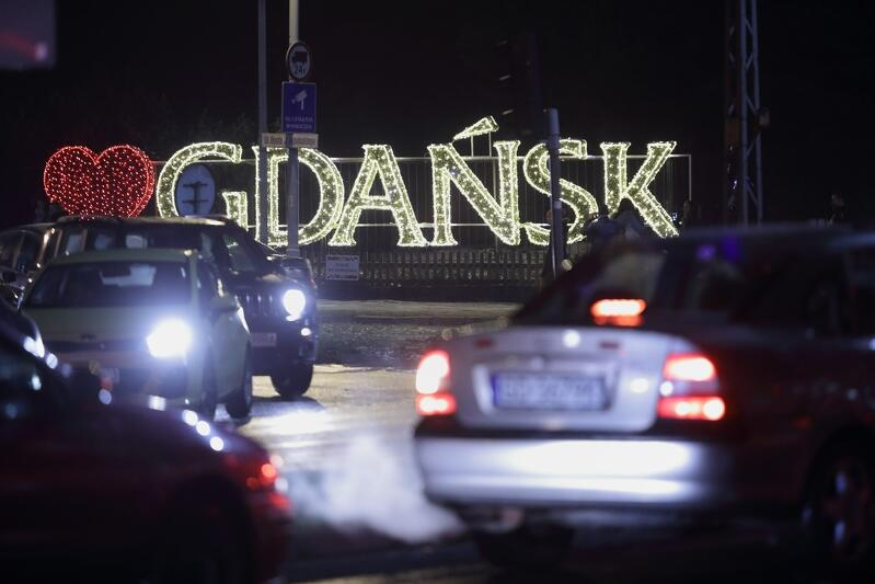 Taki napis GDAŃSK świecił rok temu przy ul. Opata Jacka Rybińskiego w Oliwie