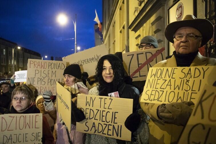 Protestowano przeciwko uzależnieniu sądownictwa od woli politycznej PiS