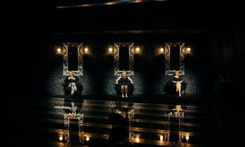 W spektaklu Pełnia Szczęścia  występują: Małgorzata Brajner (Ellen), Sylwia Góra-Weber (Mara) i Marek Tynda (Tom)