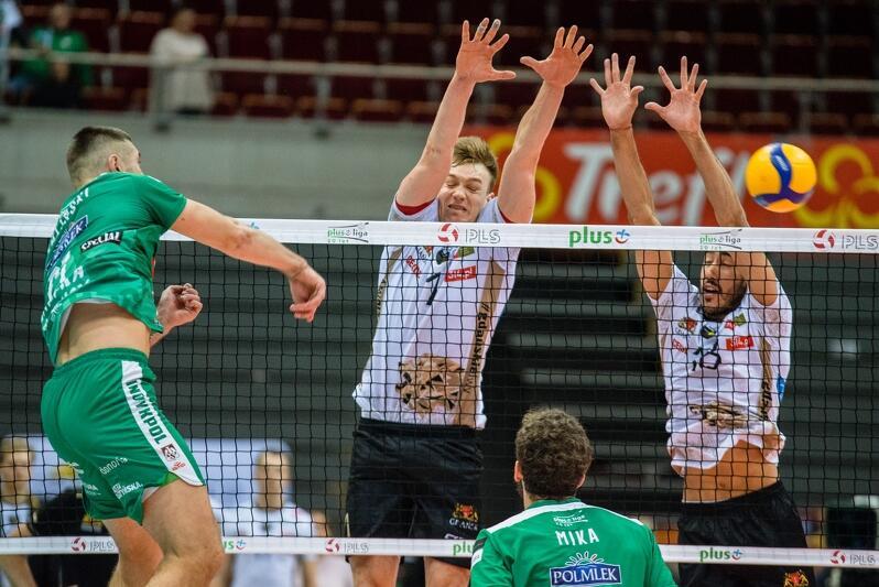 MVP spotkania został Bartosz Filipak (nr 1 na koszulce). Na zdjęciu podczas spotkania z Indykpol AZS Olsztyn w Gdańsku