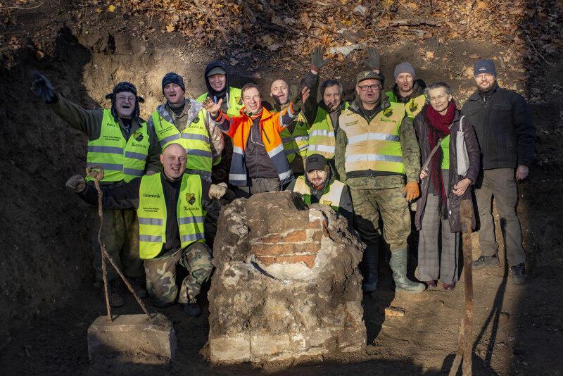 Poszukiwania grobu Nataniela Wolfa na Biskupiej Górce