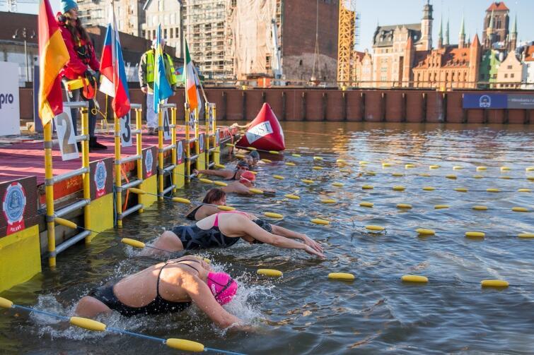 Zawody odbędą się na dystansach: 25 i 50 metrów oraz w sześciu kategoriach na dystansach: 100, 200 i 400 m