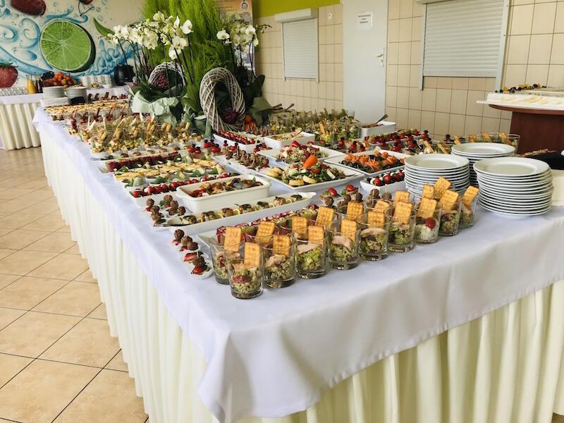 Takie pyszności dla gości uroczystości przygotowali uczniowie Batorówki , czyli Zespołu Szkół Specjalnych nr 1 w Gdańsku