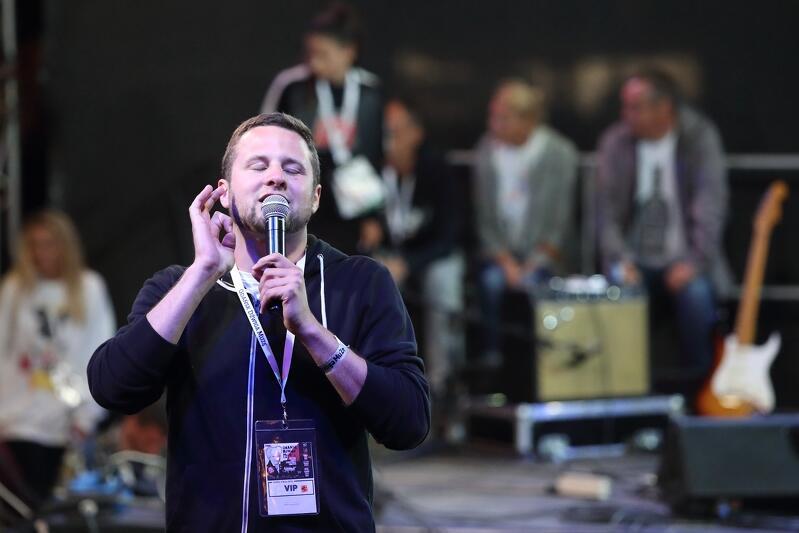 Adam Quanti  Bryszkiewicz jest beatboxerem, który do niedawna prowadził zajęcia w Scenie Muzycznej w Gdańsku. Podczas sobotniego wydarzenia wcieli się w rolę konferansjera