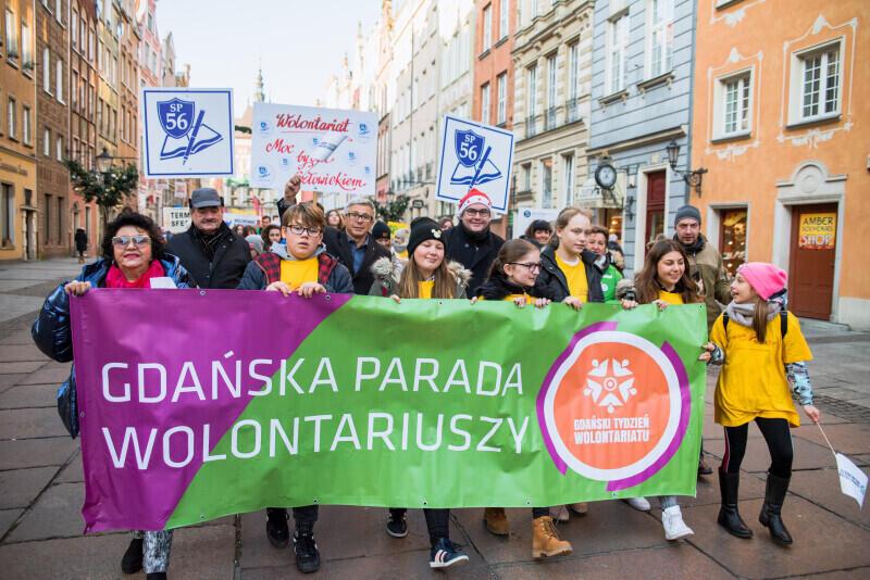 W czwartek, 5 grudnia, kilkuset wolontariuszy przeszło od Złotej Bramy na Ołowiankę w wielkiej Paradzie Gdańskich Wolontariuszy i Wolontariuszek