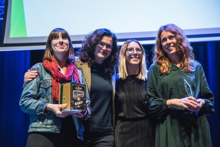 Wolontariuszką Roku została Katarzyna Kaniewska (w zielonej sukience)