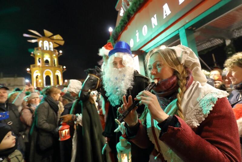 Gdański Jarmark Bożonarodzeniowy przez lata znakomicie wpisał się w pejzaż miasta. Dziś trudno wyobrazić sobie bez niego okres świąteczny. Przychodzą tłumy gości