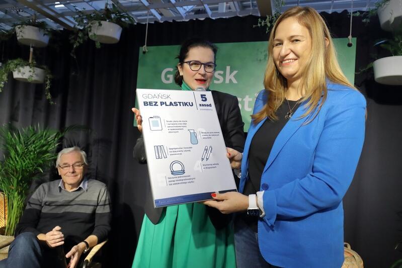 O 5 eko-zasadach dla przedsiębiorców opowiadała w poniedziałek Prezydent Aleksandra Dulkiewicz. Na zdjęciu z Małgorzatą Dobies - Turulską, dyrektor IKEA Gdańsk i Michałem Targowskim, dyrektorem gdańskiego zoo