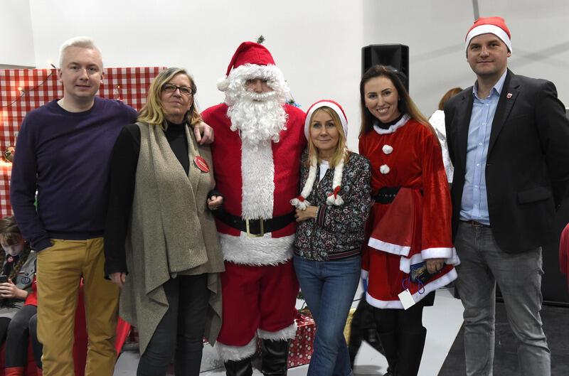 Podczas spotkania z Mikołajem: trzecia z prawej gdańska radna Beata Dunajewska, pierwszy z prawej Łukasz Hamadyk - przewodniczący Rady Dzielnicy Nowy Port