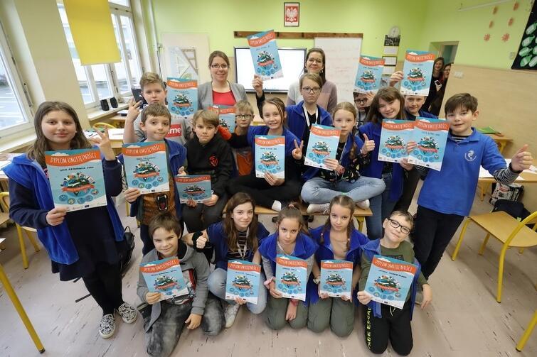 W wydarzeniu wzięło udział 120 uczniów z klas piątych, szóstych, siódmych i ósmych SP nr 81 w Osowie.