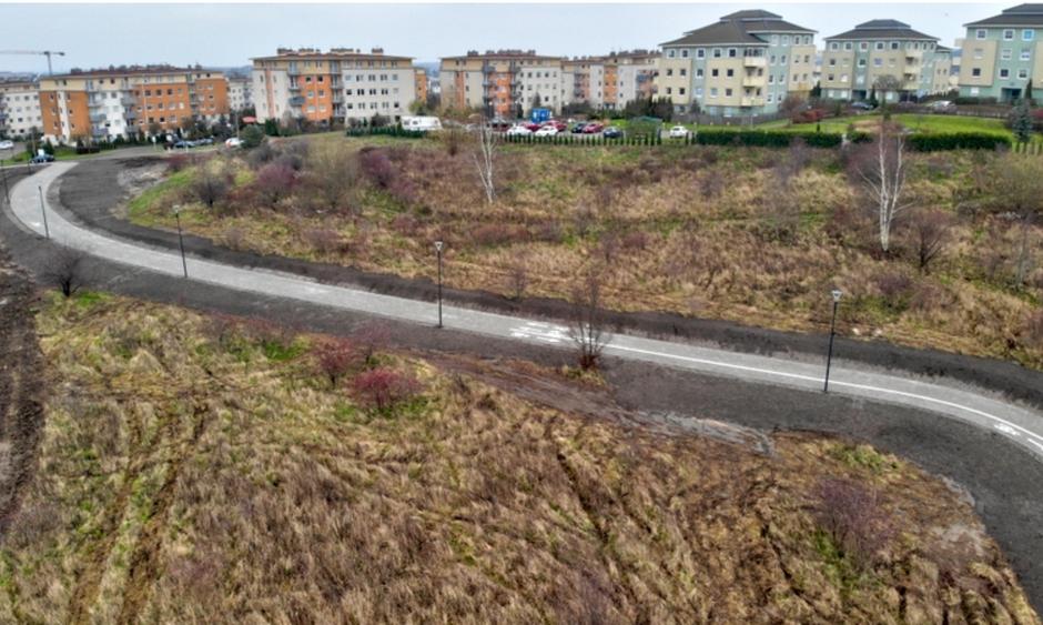Nowy ciąg komunikacyjny pomiędzy ul. Porębskiego a Centrum Edukacyjnym Jabłoniowa jest gotowy do użytkowania