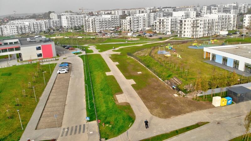 Zagospodarowano teren pomiędzy szkołą a przedszkolem przy ul. Lawendowe Wzgórze