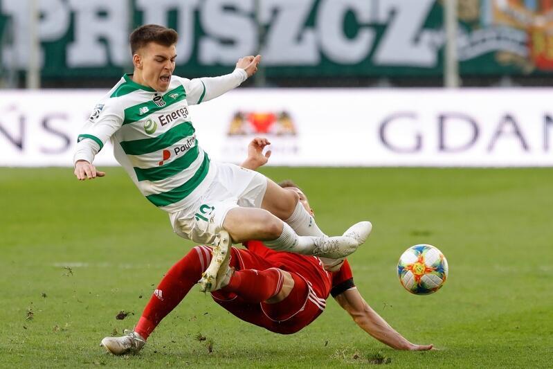 To będzie szlagierowy mecz. Lechia czterokrotnie w tym roku mierzyła się z Piastem Gliwice, trzy razy wygrywając. Jedyna porażka zdarzyła się w kwietniu w Gdańsku i była bardzo bolesna, Biało-Zieloni stracili pozycję lidera w rundzie finałowej Ekstraklasy