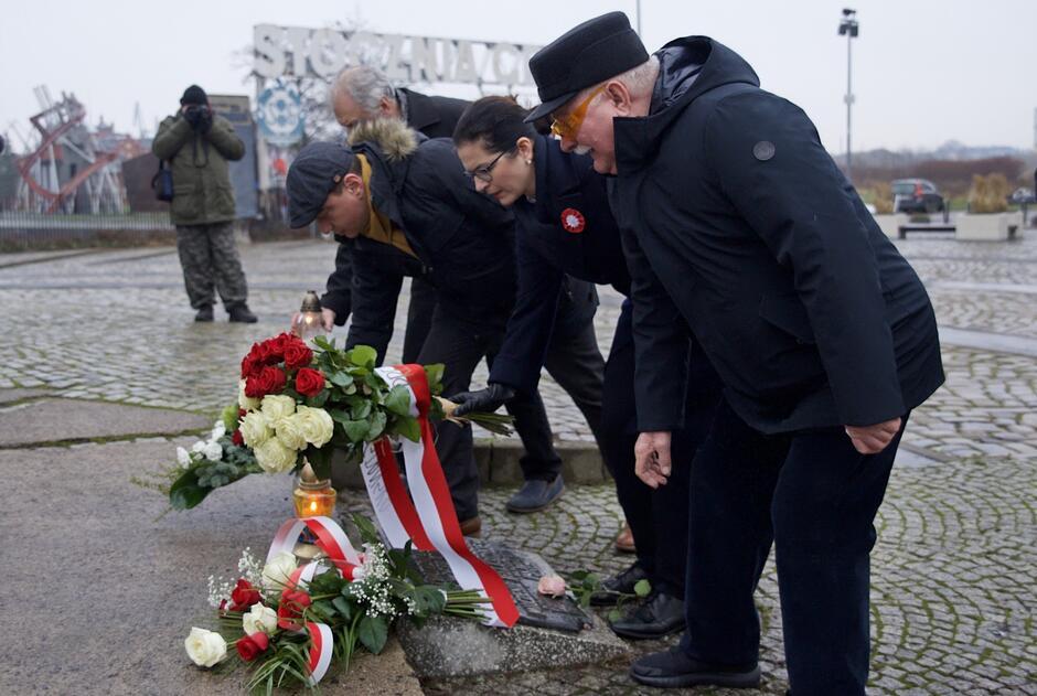 Aleksandra Dulkiewicz w 38. rocznicę stanu wojennego: - To smutna data, ale ja wierzę w polskie społeczeństwo, wierzę w Polki i Polaków, wierzę w siłę demokracji, wierzę w siłę karty wyborczej
