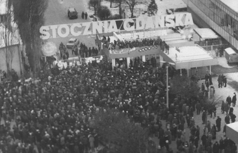 14 grudnia 1981 r. w reakcji na wprowadzenie stanu wojennego w Stoczni Gdańskiej wybuchł strajk