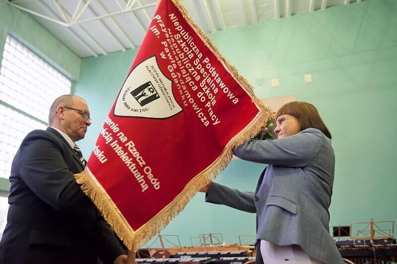 Z prawej: dyrektor obu szkół specjalnych PSONI Katarzyna Świeczkowska
