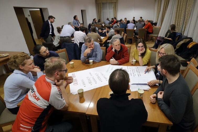 Uczestnicy konsultacji skupiali się na tym, jak rozwiązać obecny problem Mevo, co należałoby poprawić, zmienić w systemie roweru metropolitalnego, by działał sprawnie