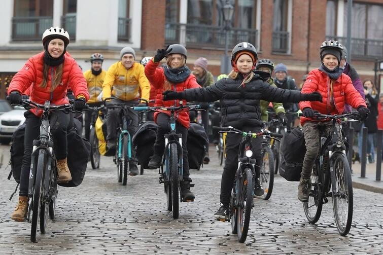 W rowerowej sztafecie dookoła świata wzięli udział także najmłodsi
