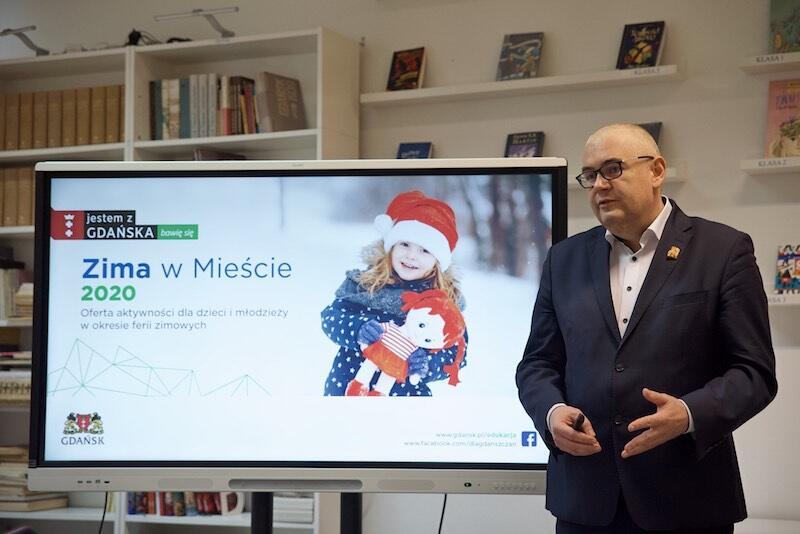 Nz. Piotr Kowalczuk - zastępca prezydenta Gdańska, który we wtorek, 17 grudnia informował m.in. o tym, że zapisy na zajęcia ruszają 18 grudnia