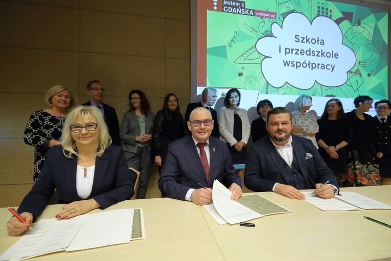 W środę,18 grudnia, w gmachu AmberExpo podpisano oficjalną umowę dotyczącą współpracy pomiędzy MTG, Miastem Gdańsk i 13 szkołami