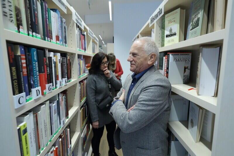 Biblioteka Brzeźno po remoncie zyskała zupełnie nowe oblicze. Królują jasne barwy i modny minimalizm