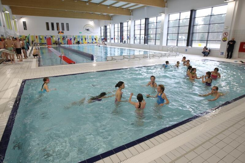 Kwiecień 2017 roku, szkoła podstawowa nr. 81, otwarcie pływalni