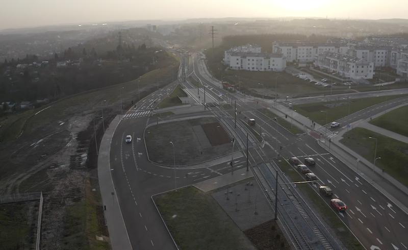 Budowa Al. Pawła Adamowicza (ul. Nowej Bulońskiej Północnej) to jedna z najważniejszych gdański inwestycji, bo jej celem jest polepszenie komunikacji w mieście na osi północ – południe