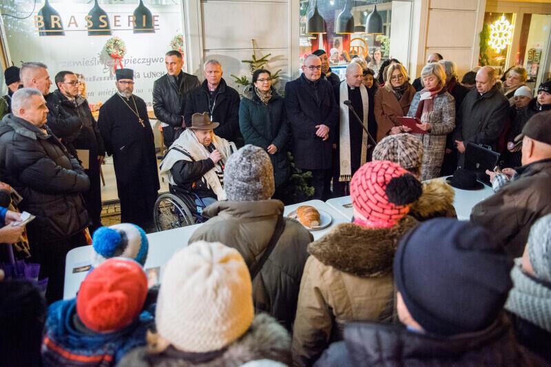 """""""Bądźmy wspólnotą!"""" - pod takim hasłem odbyło się spotkanie ekumeniczne z duchownymi różnych wyznań podczas tradycyjnej Wigilii Oliwskiej, w sobotę, 21 grudnia, 2019 r."""