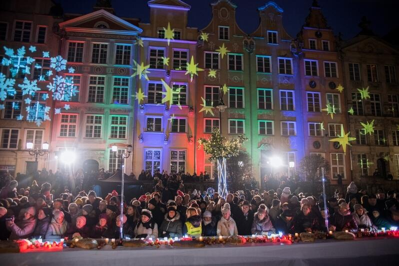 Tradycyjnie, jak co roku, w niedzielę poprzedzającą Boże Narodzenie, na Długim Targu odbyła się gdańska Wigilia