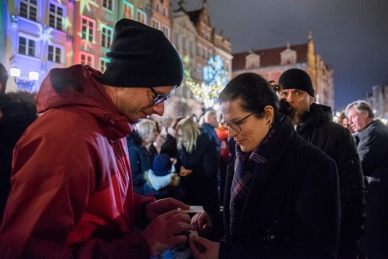 Gdańska Wigilia to okazja do kolędowania, ale też podzielenia się opłatkiem z rodziną, nieznajomymi, a nawet z prezydent Gdańska