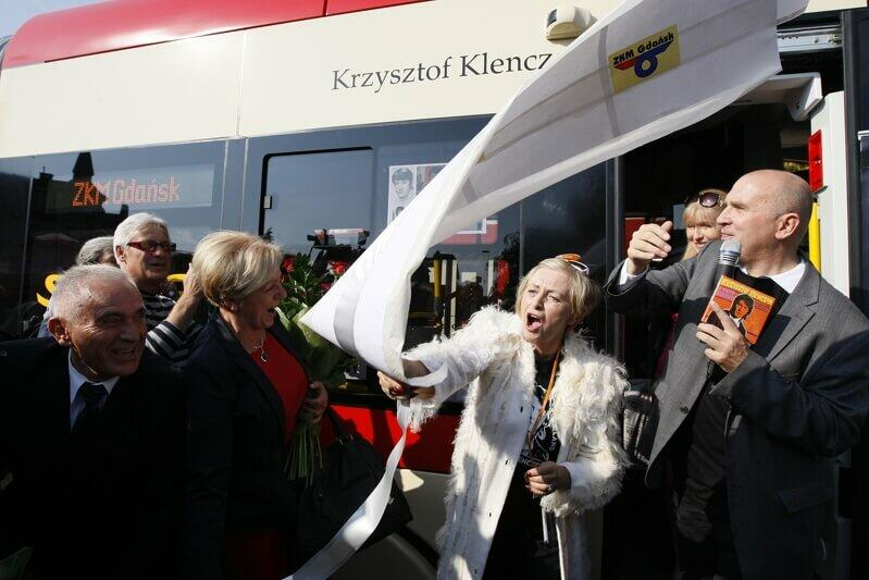Październik 2011 roku, nadanie nowemu tramwajowi Pesa 120NaG Swing imienia Krzysztofa Klenczona, muzyka m.in. zespołów Czerwone Gitary, Niebiesko-Czarni, Trzy Korony. Wstęgę skrywającą nazwisko żona muzyka Alicja `Bibi` Klenczon - Corona