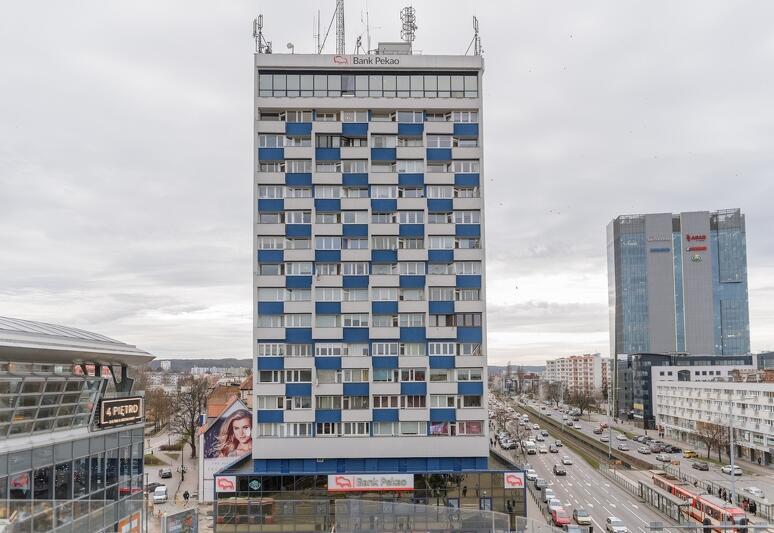 Ten budynek gdańszczanie nazywali różnie - Dolarowcem, Olimpem, Kawalerowcem