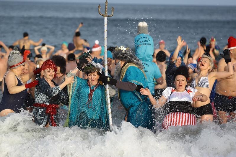 Barwnie i kolorowo morsy witały nowy rok w Gdańsku