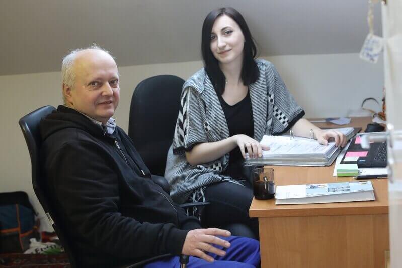 Natalia Richter i Alfred Dobrucki - koordynatorka projektu `Złota rączka dla seniora` i jeden z tytułowych `złotych rączek`