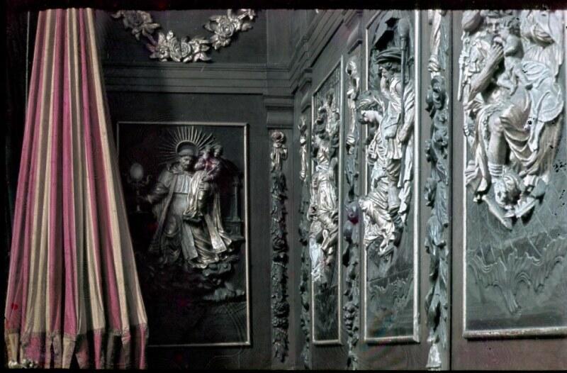 Na tej przedwojennej fotografii widać umbraculum w stallach kościoła św. Mikołaja