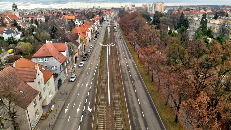 Modernizacja realizowana będzie na dwóch odcinkach. Pierwszy obejmie jezdnię w kierunku Brzeźna, na odcinku od ul. Okrzei do ul. Mickiewicza. Natomiast drugi odcinek to fragment od ul. Mickiewicza do ul. Kościuszki (również jezdnia w kierunku Brzeźna)