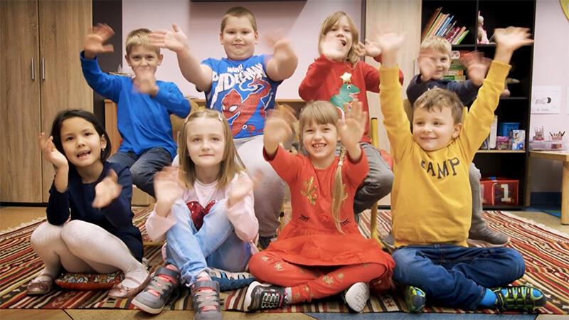 Wyraziste osobowości, czyli uczniowie jednej z klas pierwszych SP nr 5 tłumaczą, co oznacza zdanie Gdańsk dzieli się dobrem
