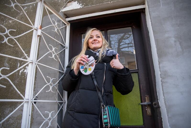 Wręczenie kluczy najemcom lokali z programu Gdańskie Otwarte Pracownie Gdańsk. Nz lokal przy ulicy Na Zaspę, klucz odebrała Sikorska