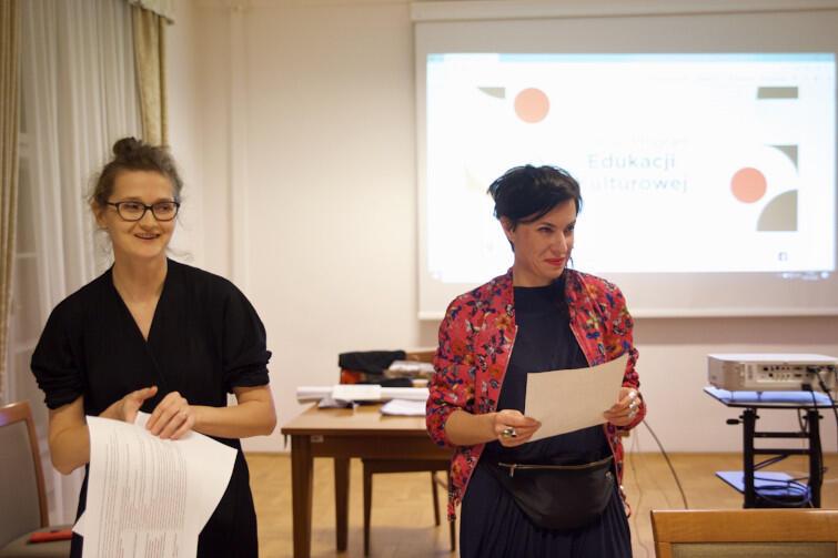 Marta Karalus (pierwsza z lewej) i Sylwia Biernacka