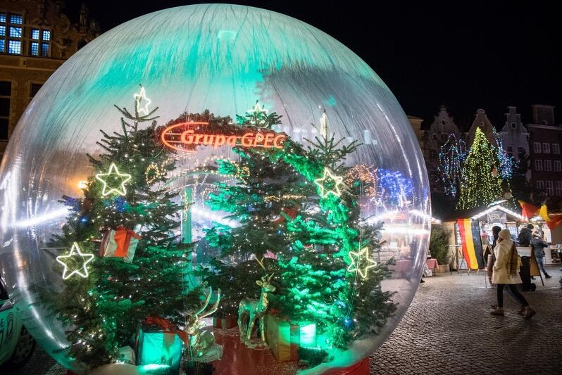Ogromna kula śnieżna, do której można było wejść z rodziną bądź przyjaciółmi, i przy okazji zrobić pamiątkowe zdjęcia, była jedną z największych atrakcji Jarmarku Bożonarodzeniowego 2019