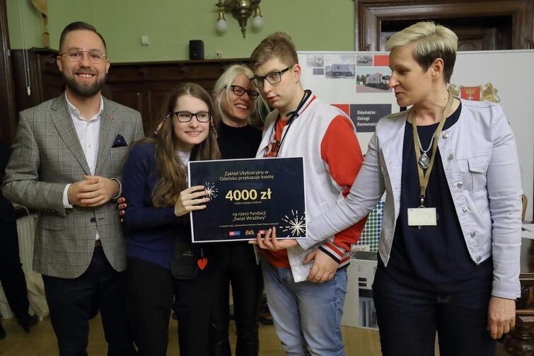 Gdański konkurs udowadnia, że pomagać można także poprzez zabawę. Fundacji Świat Wrażliwy wręczono czek na kwotę 4 tys. złotych
