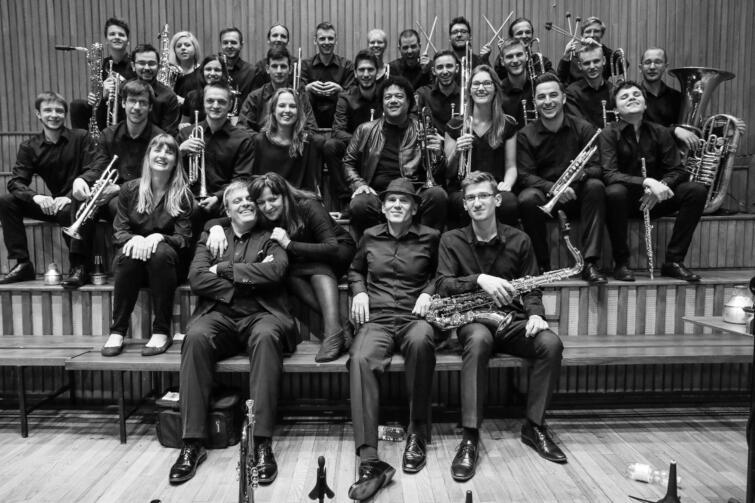 Chopin University Big Band został powołany w 2006 roku z inicjatywy prof. Bogumiła Gadawskiego i prof. Błażeja Sroczyńskiego
