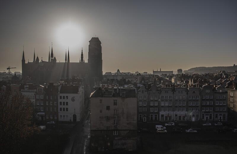 Gdańsk, 20 grudnia 2019 r. - kościół św. Jana widziany z dachu bazyliki św. Mikołaja