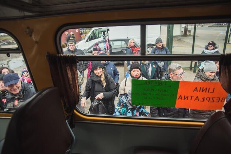 Chętnych na przejażdżkę do Sopotu nie brakowało, większość przesiadała się z zabytkowego tramwaju Bergman